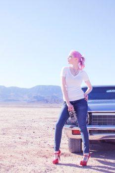 camera-car-desert-58429.jpg